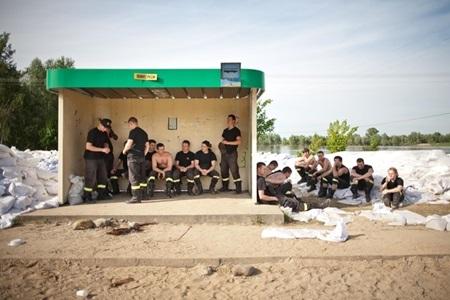 2a-w-oczekiwaniu-na-druga-fale-ii-miejsce-w-konkursie-wielkopolska-press-photo-2010-fot-dominik-golenia