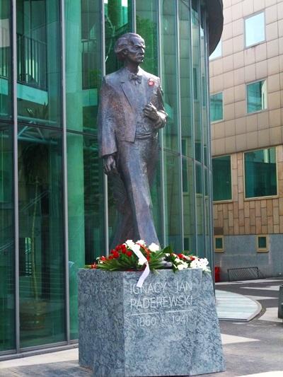 1. Pomnik I.J.Paderewskiego 6 maja, fot. SP 2015, DSCF2999