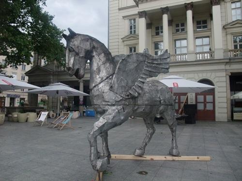 Pegaz niemy, slepy i przykuty na placu Wolności w Pooznaniu, fot. Stefania Pruszyńska, DSCF4823
