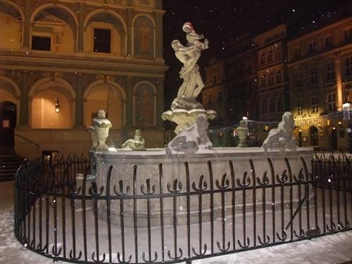 1. Gdy nocą pada śnieg przed poznańskim ratuszem, Fot. Stefania Pruszyńska, DSCF8719