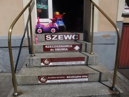 1. Rzeczoznawca ds. obuwia, Schody reklamowe, fot. Stefania Pruszyńska, DSCF0672