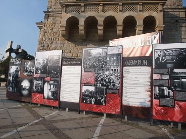 1-czerwiec-1956-wystawa-przed-ck-zamek-w-poznaniu-fot-stefania-pruszynska-dscf3890